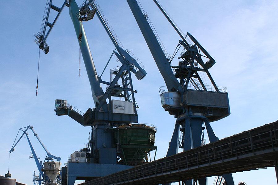 DECOUVERTE : Le port de commerce, un lien avec le monde