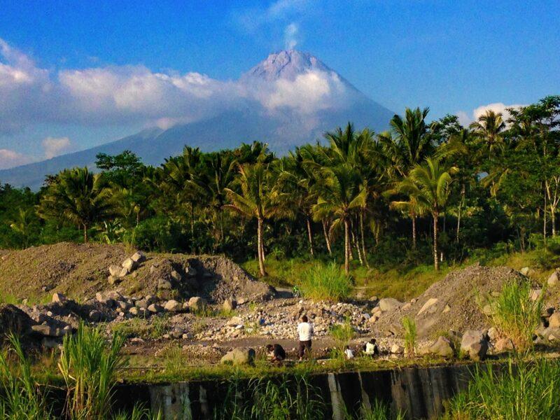 Vivre avec le volcan, l'adaptation aux risques sur le Merapi en Indonésie !